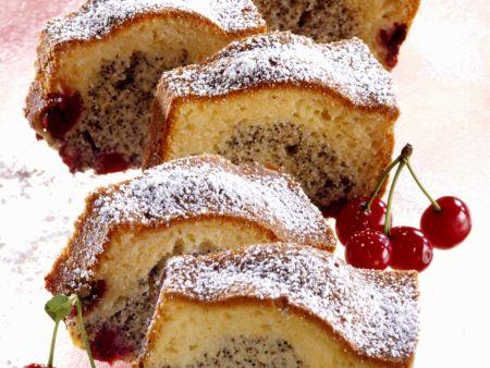 Mohnkuchen mit Kirschen