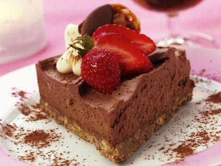 Mousse-au-Chocolat-Kuchen mit Erdbeeren