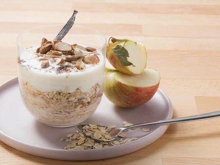 Müsli mit Apfel und Joghurt