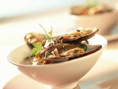 Muscheln mit scharfer Soße