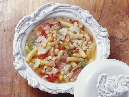 Nudel-Bohnen-Suppe mit Speck
