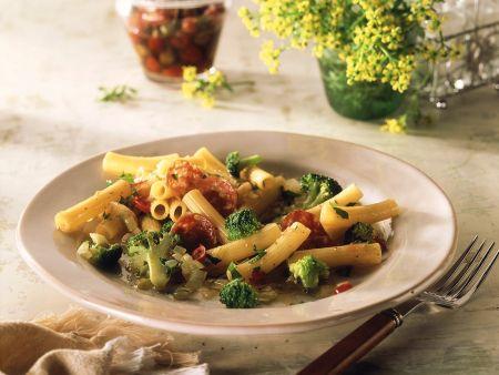 nudeln mit brokkoli und salami rezept eat smarter. Black Bedroom Furniture Sets. Home Design Ideas