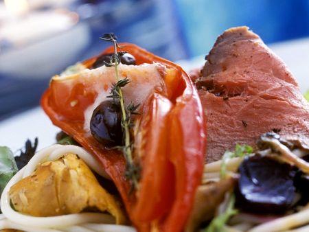 Nudeln mit Gemüse und Roastbeef