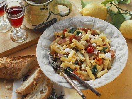 Nudeln mit Speck und Gemüse