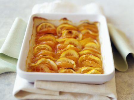 Obstauflauf mit Pfirsichen und Zitronen