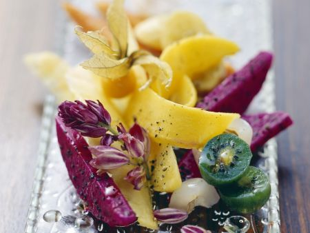 Obstsalat mit Olivenöl und Pfeffer