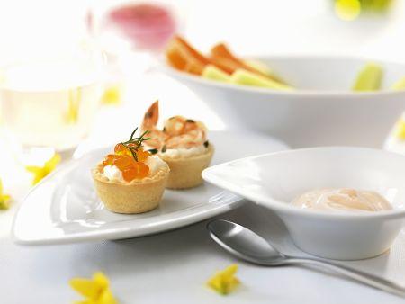 Österliche Häppchen mit Kaviar und Shrimps