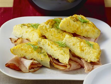 omelette mit schinken und tomaten rezept eat smarter. Black Bedroom Furniture Sets. Home Design Ideas