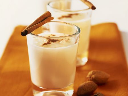 Orangen-Mandel-Milch mit Zimt