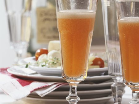 Orangen-Prosecco mit Aperol