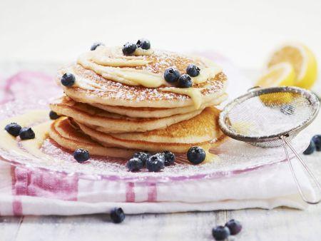 Pancakes mit Heidelbeeren und Zitronencreme