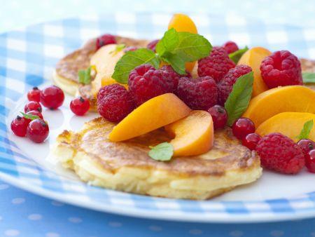 Pancakes mit Sommerfrüchten