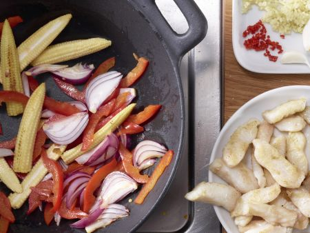 pangasiusfilet aus dem wok rezept eat smarter. Black Bedroom Furniture Sets. Home Design Ideas