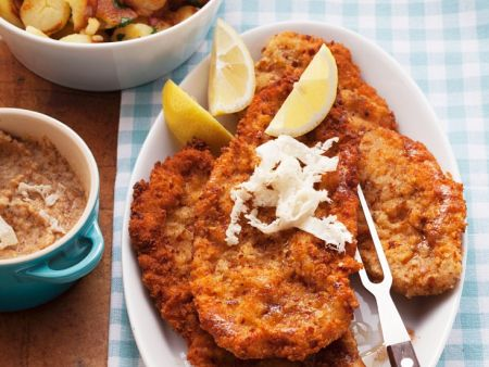panierte schnitzel mit kartoffeln rezept eat smarter. Black Bedroom Furniture Sets. Home Design Ideas