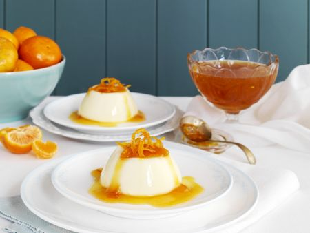 Buttermilchpudding mit Mandarinensauce