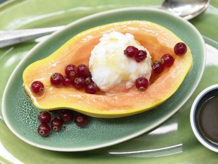 Papaya mit Eisfüllung