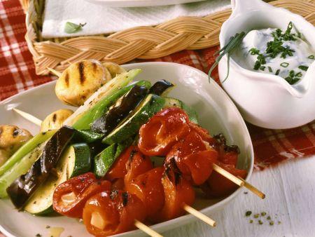 Paprikapsieße mit Pilzen und Joghurtdip