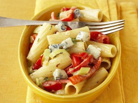 Pasta mit Blauschimmelkäse und Paprika