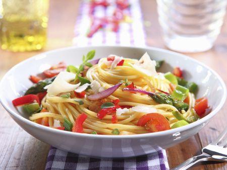 Pasta mit bunter Gemüsesoße