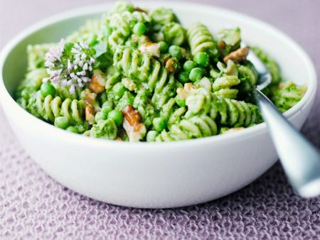 pasta mit erbsen walnuss pesto rezept eat smarter. Black Bedroom Furniture Sets. Home Design Ideas