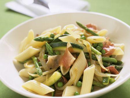 Pasta mit Gemüse und Prosciutto