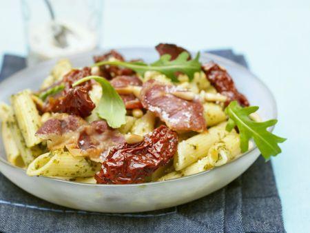 Pasta mit getrockneten Tomaten und Bacon