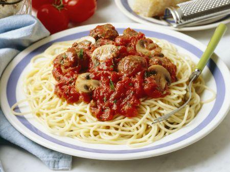 Pasta mit Hackbällchen, Pilzen und Tomatensugo