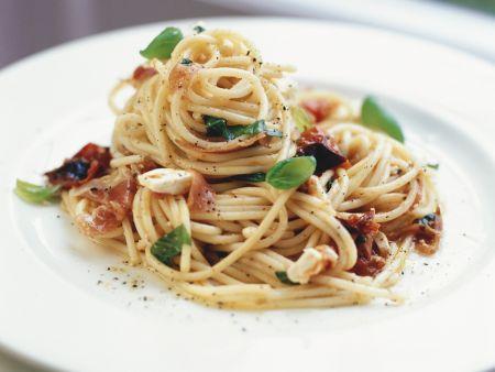 Pasta mit Pancetta und getrockneten Tomaten
