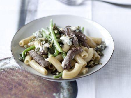 Pasta mit Rindfleisch, grünen Bohnen und Gorgonzola