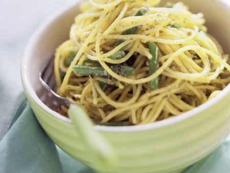 Pasta mit Rucolapesto und grünen Bohnen