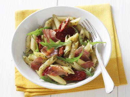 Pasta mit Schinken, Tomaten und Rucola
