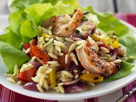 Pasta-Salat mit Garnelen und Gemüse