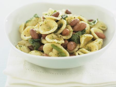 Pastasalat mit Bohnen und Rucolapesto