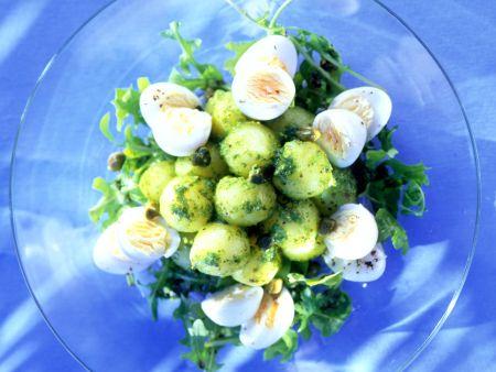 Pesto-Kartoffelsalat mit Wachteleiern