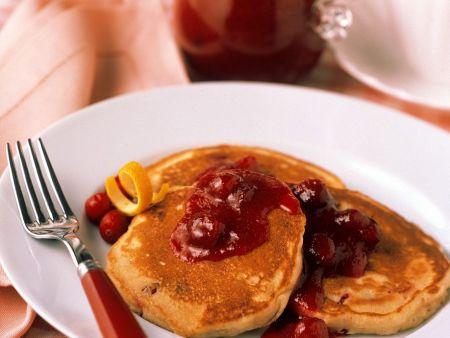 Pfannkuchen mit Fruchtsauce