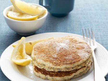 Pfannkuchen mit Mohn und Zitronen