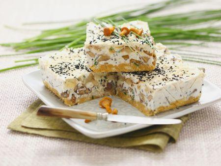 Pfifferling-Käsekuchen mit Sesam