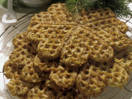 Pikante Kartoffelwaffeln mit Gurkendip