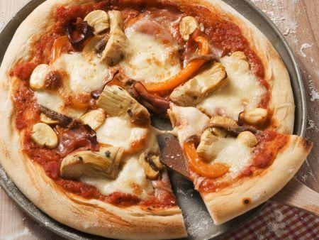 Pizza mit Artischocken und Schinken