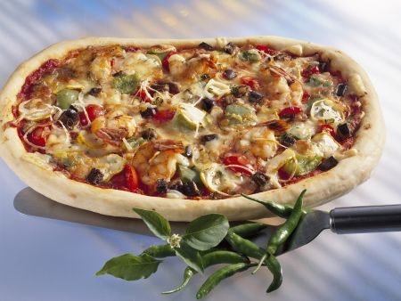 Pizza mit Chili con Carne und Shrimps