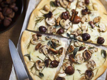 Pizza mit Maroni und Champignons