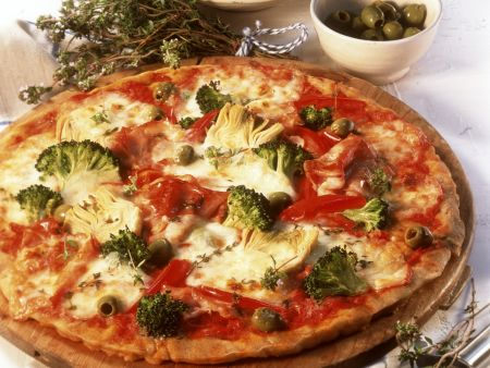 pizza mit schinken und gem se rezept eat smarter. Black Bedroom Furniture Sets. Home Design Ideas