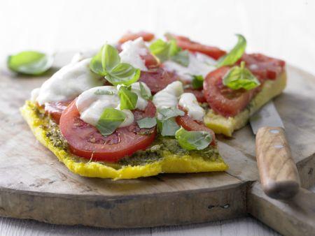 Polenta-Pizza mit Tomaten