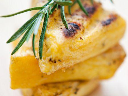 Polenta-Rosmarinschnitten vom Grill