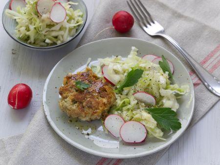 Pressknödel auf Krautsalat