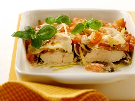 Putenschnitzel mit Tomate-Mozzarella-Haube