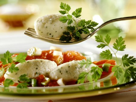 Quarknockerl mit Tomatensoße