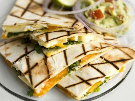Tortillas mit Mango und Brie dazu Avocadodip