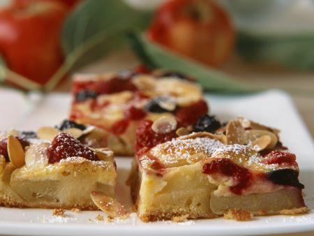 Raffinierter Apfelkuchen mit Beeren und Marzipan