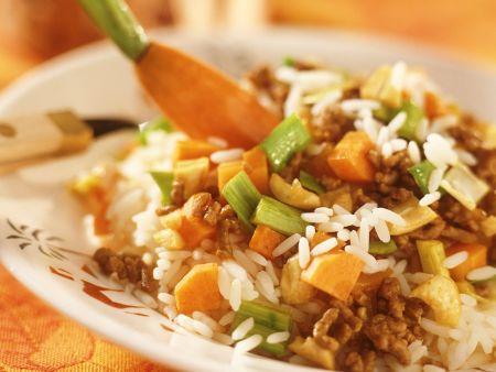Reis mit Hackfleisch, Gemüse und Aprikosen